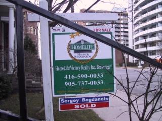 275 Eglinton Ave. East, Toronto